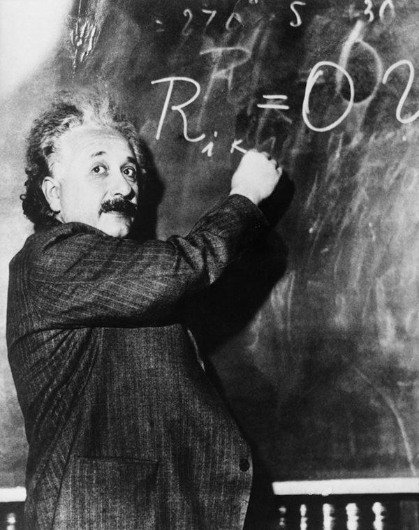 Альберт Эйнштейн-физик-теоретик, один из основателей современной теоретической физики