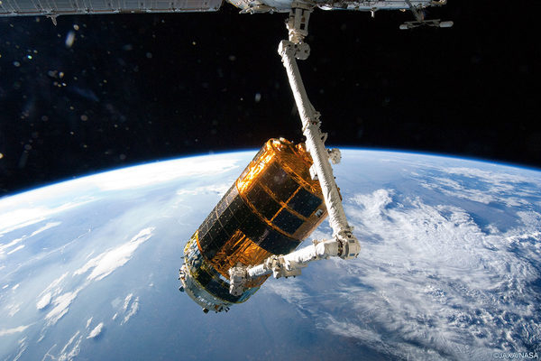 Роботизированная рука манипулятор на МКС захватила Японский модуль
