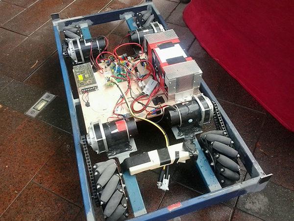 Моторизированный Robocouch под подушками