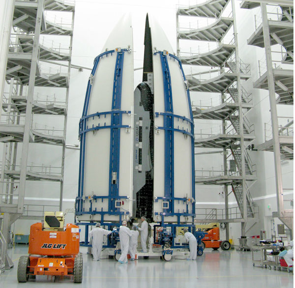 Размещение X-37B в головной части ракеты