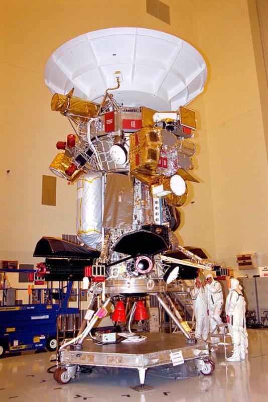 Специалисты Лаборатории реактивного движения НАСА тестируют «Кассини»