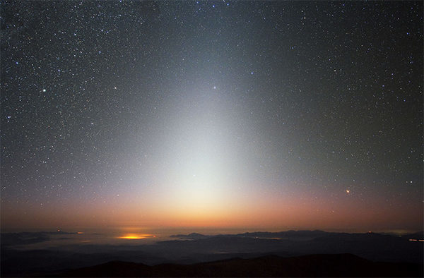 Зодиакальный свет на Земле