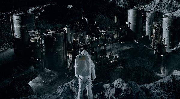 """Кадры из кинофильма """"Железное небо"""" где нам показывают  Лунный завод с гелием-3"""