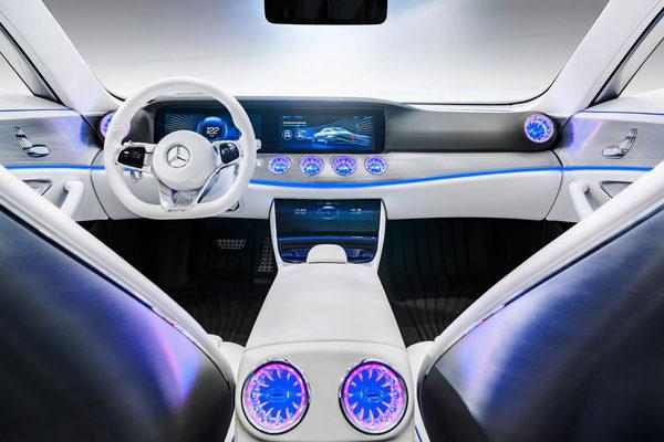 Новый Mercedes-Benz IAA (9)