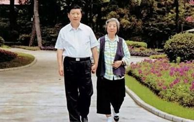 CGTN: Как Си Цзиньпин выражает признательность и любовь к своей матери?